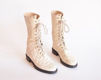 Vintage 1990s QUILTED cream leather boots / 7