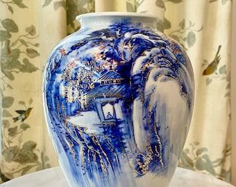 """Beautiful Vintage Japanese Hirado Porcelain Blue & White Pagoda Vase 9.5"""""""