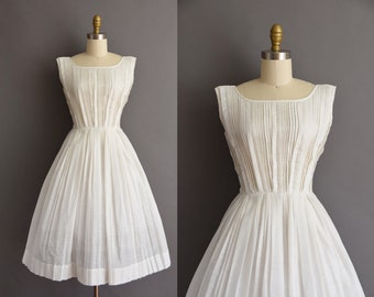 vintage 1950s white cotton pleated full skirt day dress XS Small 50s cotton full skirt dress
