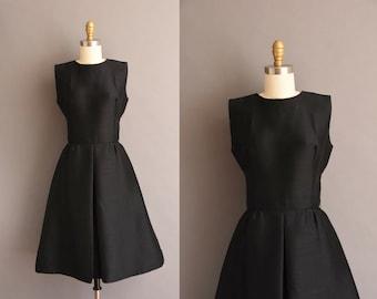 vintage 1950s black polished cotton silk simple classic dress vintage 50s Small black classic dress