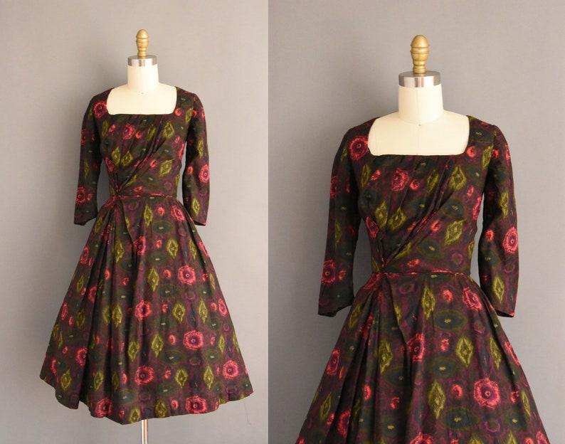 5293567e9a319 Vintage 1950s dress 50s dress bold floral print long | Etsy