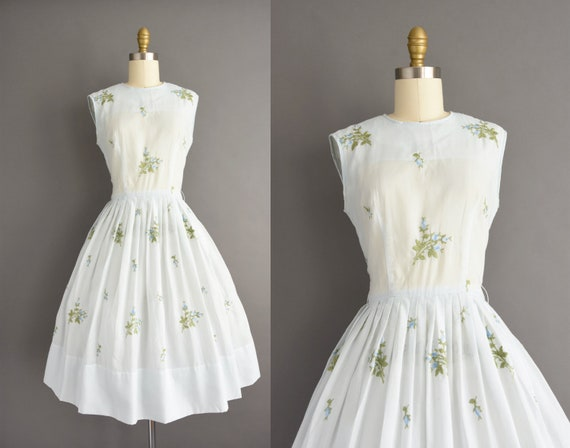 vintage 1950s | Beautiful Icy Blue Embroidered Flo