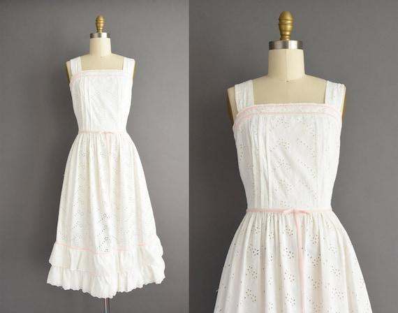 vintage 1950s | Gorgeous White Floral Eyelet cotto
