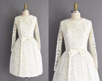 1950s vintage dress - Size Medium - Ivory lace long sleeve full skirt cocktail party wedding dress - 50s dress