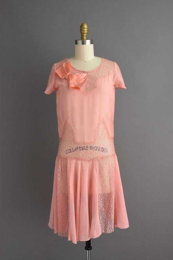 vintage 1920s | Beautiful pink silk chiffon antiq… - image 2