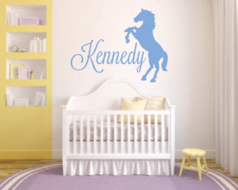 Kontur-Pferd mit - Pferd-Wandtattoo - Namen des Kindes Name Vinyl Wand  Aufkleber personalisierte Pferd WandTattoo - Pferd-Silhouette-Aufkleber
