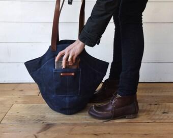 Waxed Canvas Bucket Bag, Gatherer Bag in Rook, Gift for Women, Waxed Canvas Tote Bag, Shoulder Bag, Tote Bag, Hobo Bag, Peg and Awl