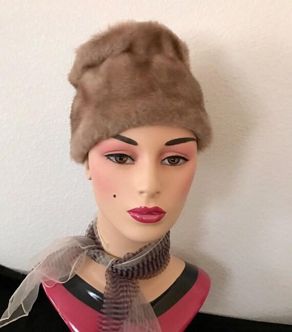 Mod Faux Fur Hat Vegan, Vintage 60s - image 4