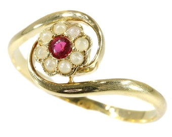 Antique Victorian flower shaped gold ring