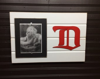 """Detroit Red Wings picture frame holds 1-5""""x7"""" photo"""