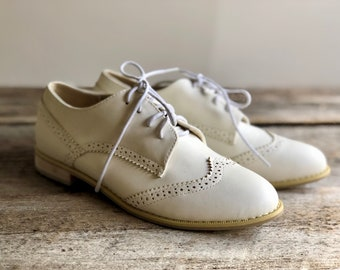Womens OXFORD SHOES Wing Tips Flat Shoes Saddle Shoes Brogues Leather Shoes White Leather Shoes Oxfords Lace Up Shoes 80s Shoes Sz 7 1/2 7.5