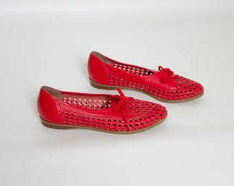 vintage 1970s cutout leather oxfords | red shoes | womens