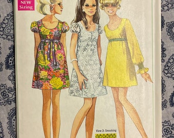 Simplicity 7631 UNCUT Vintage Sewing Pattern for Misses Dress in Two Lengths Size 10