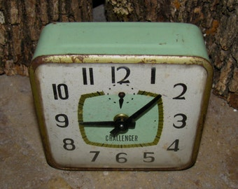 Vintage / Antique CHALLENGER Windup Alarm Clock