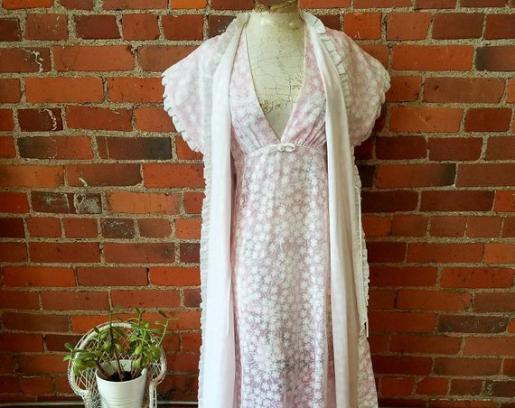 vintage 60s 70s Christian Dior loungewear nightgown robe maxi dress lingerie pale pink white floral print daiseys bridal boho sweet feminine