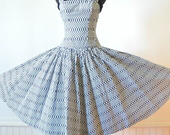 50's Black and White Dress / Rockabilly / Bombshell / Hollywood Dress with Circle Skirt