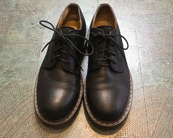 vintage 90's chunky Sole lace up shoes  // dr marten style // size 6 // black  leather oxfords // grunge punk goth