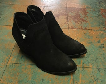 Steve Madden Aliee black leather cutout ankle boots with stacked heel // size 8.5 // witchy goth western spring 2018