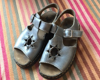 Vtg made in England star cut out dr doc martens chunky sole metallic leather sandals // size US 6 UK 5 // 90s grunge rocker festival