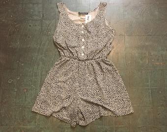 Vintage 80s 90s button front floral romper // size medium M // Black and white flowers // onesie one piece shortalls jumpsuit