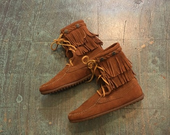 Minnetonka rust suede Tramper Ankle Hi moccasin boots size 5 // fall fashion