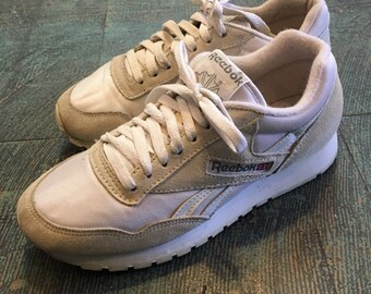 ccd5fcde2 Vintage 80s 90s Reebok white lace up classic tennis shoes sneakers // Womens  7 // prep retro normcore athletic street wear