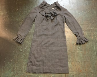 Vintage retro 60s mod long sleeve shift dress with ruffles // Andrea Gayle / chambray charcoal gray