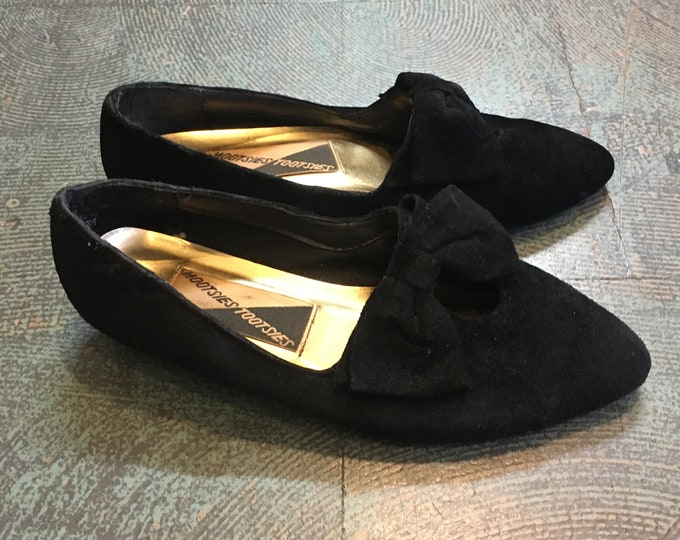 Featured listing image: Vintage 80s 90s black velvet Mootsies Tootsies slip ons with bow detail // size 6 1/2 // minimalist fall chic retro
