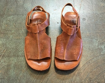 Mens vintage CYDWOQ handmade sandals // size 45 // distressed brown leather // made in usa