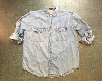Men's vintage 90s denim long sleeve button up shirt // size medium // fall western boho grunge normcore