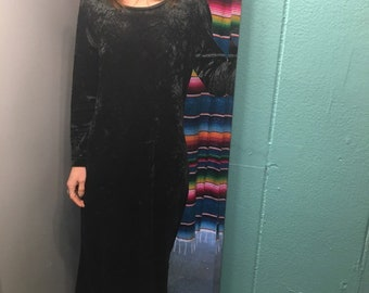 Vintage 90s long sleeve velvet maxi dress // size S small // dark deep emerald green // grunge goth witchy
