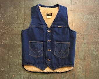 Mens vintage 70s Wrangler Sherpa lined 14 oz denim vest // puffy boxy unisex // hunter hunting fisherman outdoors western workwear