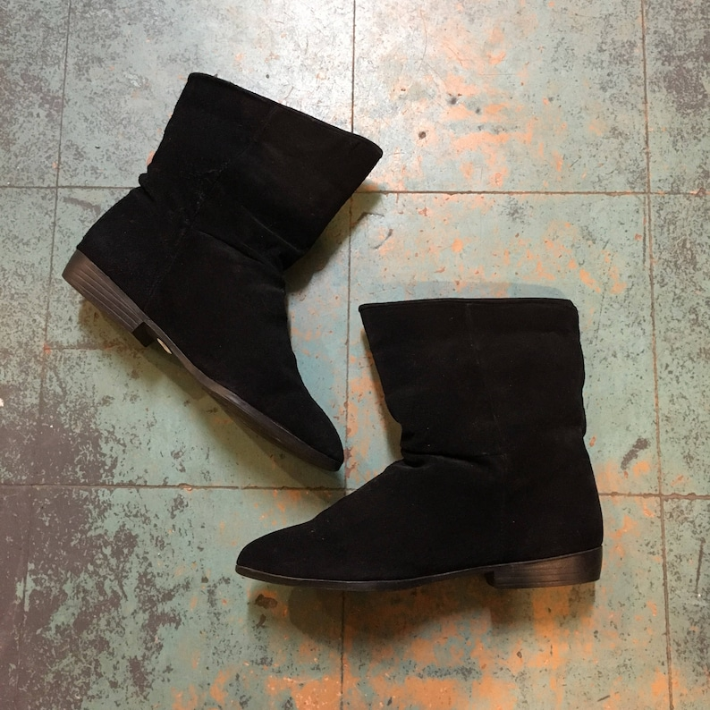 07d02dfe04a96 Vintage 80s 90s Savida by Betco Black suede ankle booties // size 7 //  witchy granny pirate boots