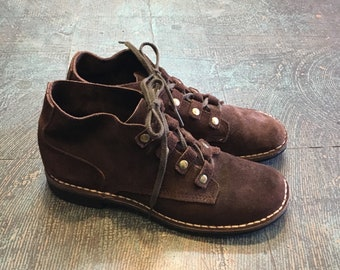 Vintage 60s 70s leather lace up ankle boots by SEARS The Shoe Place // size 8 // retro brown chukka desert mukluks
