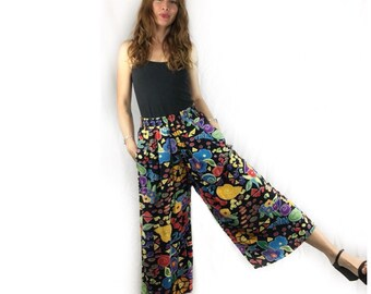 Vintage abstract wide leg Gaucho culottes pants with pockets // size medium // 80s 90s // retro boho summer festival // high waisted
