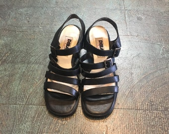 Vintage 90s black leather chunky sole strapped sandals size 7 // retro hippie grunge 60s style slip on slides