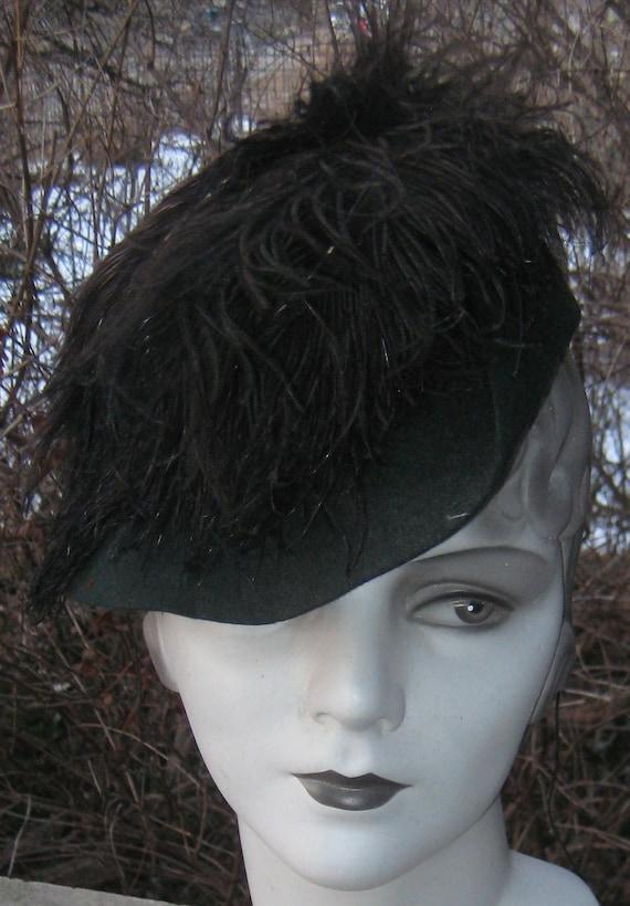 Fab Vintage 1920s 1930s Green Velvet Tilt Hat With