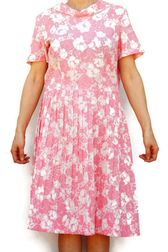 Vintage 60s Pink Floral Print Pleated Dress/ Retro