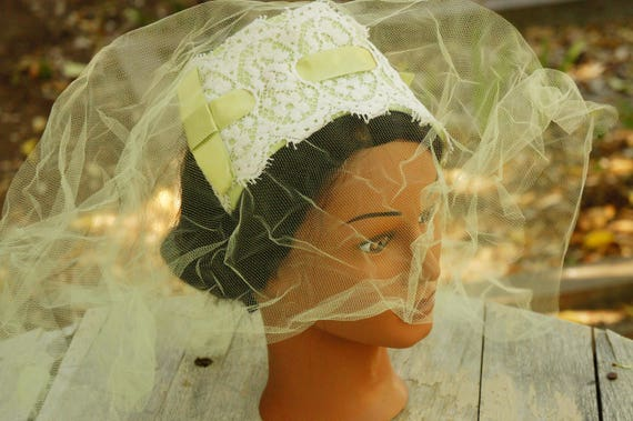 Vintage 50s Green Facinator Veil Hat/Wedding/High… - image 1
