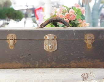 Vintage 50s Toolbox/ Industrial Decor/ Junk Style/Shabby Chic/Bohemian Chic/Retro/ Mid Century/Steampunk