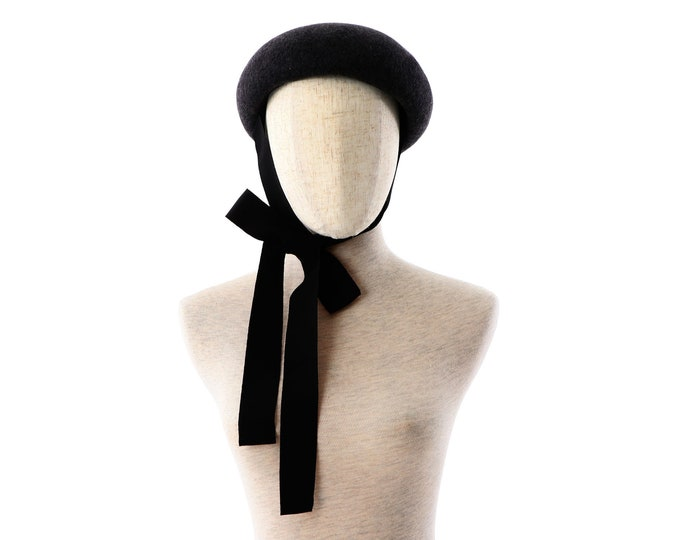 Featured listing image: Charcoal wool felt button beret with chin strap ribbons