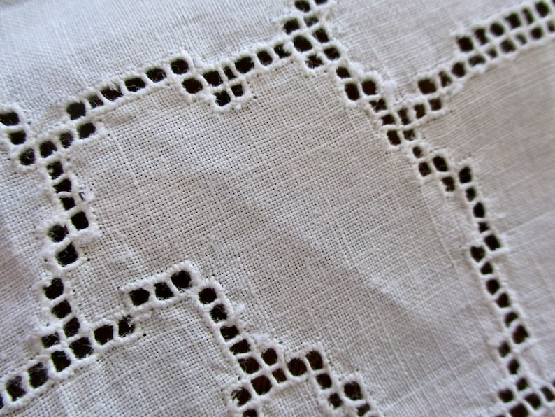 oval exquisite antique LINEN TABLECLOTH 84 x 40 white scalloped lace