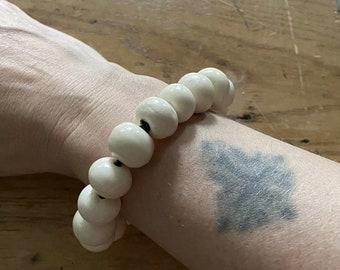 Vintage Beaded Bracelet Cream Ceramic Beads Elastic Costume Jewelry Arty VGUC