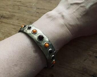Vintage Metal Bracelet With Plastic Inlays Elastic Costume Jewelry Arty VGUC