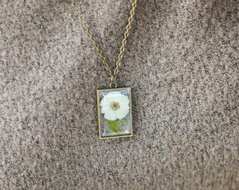 April Birth Flower Necklace, Real Flower Necklace, White Tiny Daisy, Birthday Flower, Botanical Jewelry, Pressed Flower Jewelry