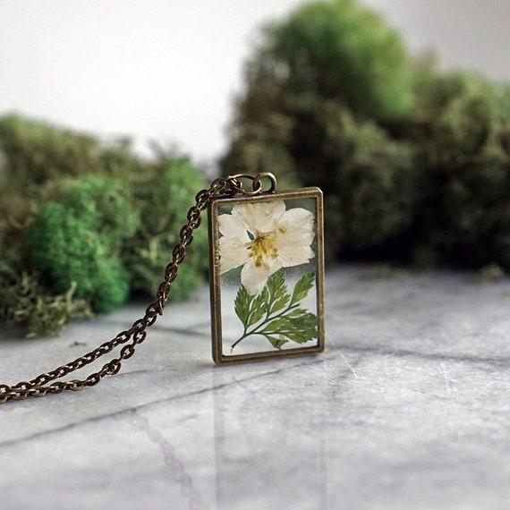 Birthday Flower Paperwhite Narcisuss Flower December Birth Flower Necklace Real Flower Necklace Pressed Flower Jewelry BotanicalJewelry