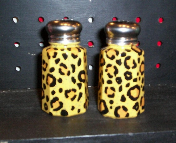 Painted Glass Bachelor Button Salt and Pepper Shakers Hand-painted Bachelor/'s Buttons Glass Salt /& Pepper Shakers by Lisa Hayward
