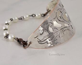 Silver bracelet, pearl bracelet, heart  bracelet, Christmas gifts, Christmas jewellery, trendy gift, graduation gifts, handmade bracelet,
