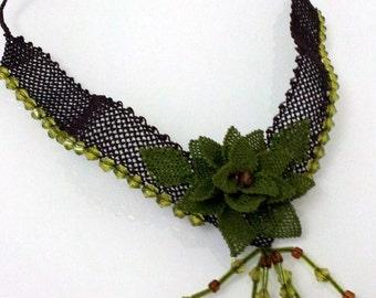crochet necklace,green choker,vintage style pendant,green rose bib,Dark Green Necklace,statement necklace,bridal necklace,gothic necklace