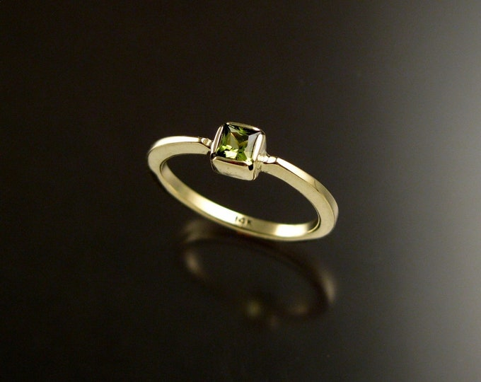Peridot square stone stackable ring 14k Green Gold size 8